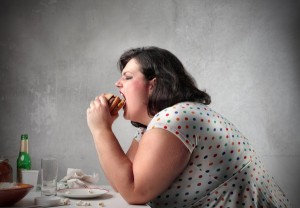 bigstock_Fat_woman_eating_a_hamburger_121636611-e1419234615140